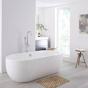 freestanding bath in modern bathroom