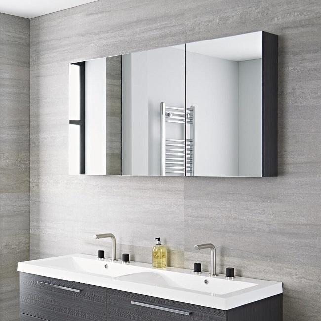tripple mirrored cabinet