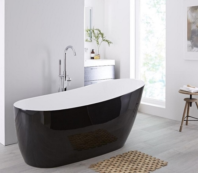 black-freestanding-bath