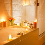 Creme bath with scented candles